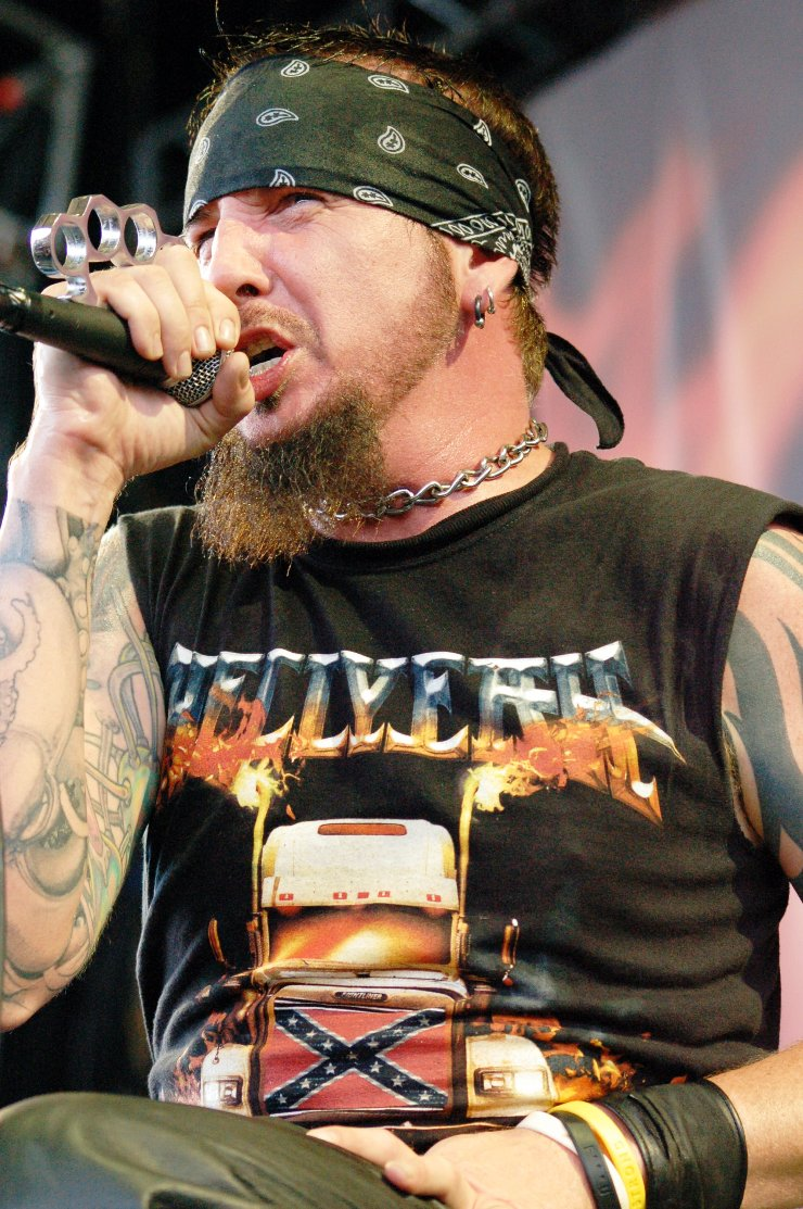 http://www.livemusicindiana.com/concert%20pics/pictures/2007/HellYeah/imgs/hellyeah13.jpg
